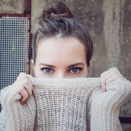 Deixe meia hora no freezer, dentro de um saco plástico, as roupas de lã e tricô que ficaram guardadas por muito tempo. Ácaros odeiam temperaturas baixas Foto: Pixabay