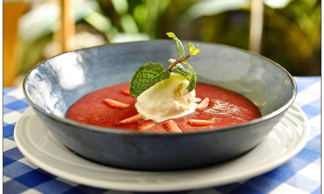 Le Vin Ipanema. A sugestão é a sopa de morangos com sorvete de creme (R$19,80). Rua Barão da Torre 490, Ipanema (3502-1002) Tadeu Brunelli / Divulgação