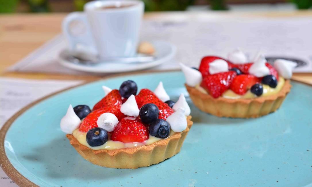 Cantina da Praça. A vitrine de tortas e doces tem a tartelete de frutas vermelhas (9,90), com morango e amora e creme pâtissière. Rua Jangadeiros 28, Ipanema (3258-9540) Foto: Michel Ângelo / Divulgação