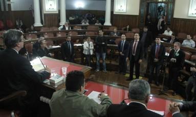 No plenário, parlamentares discutem as contas referentes ao exercício de 2016 Foto: Sérgio Gomes / Câmara de Niterói