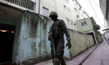 Vila Vitém foi alvo de operação das Forças Armadas no último dia 14 de junho Foto: Domingos Peixoto/ Arquivo/Agência O Globo