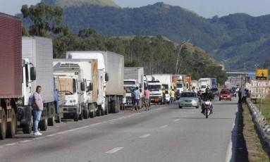 Greve dos caminhoneiros interrompeu chegada de alimentos aos consumidores . Foto Domingos Peixoto / Agência o Globo