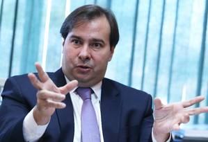O presidente da Câmara dos Deputados, Rodrigo Maia (DEM-RJ) durante entrevista Foto: Ailton de Freitas / Agência O Globo