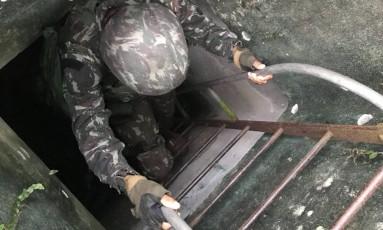 Militares encontram armas e drogas dentro de bunker antigo durante ação no Chapéu Mangueira Foto: Divulgação