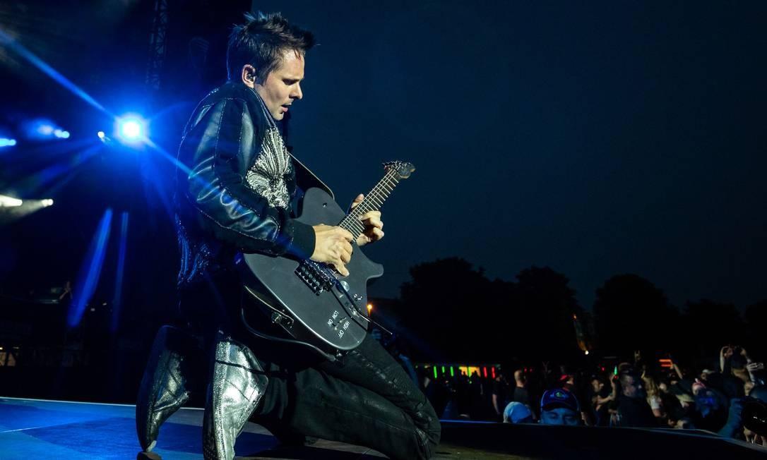 Matthew Bellamy, do Muse, atração do Rock in Rio Lisboa 2018, em show com a banda em junho, na Alemanha Foto: DANIEL KARMANN / AFP