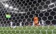 O croata Rakitic, ao centro, comemora o terceiro gol diante da Argentina Foto: JOHANNES EISELE / AFP