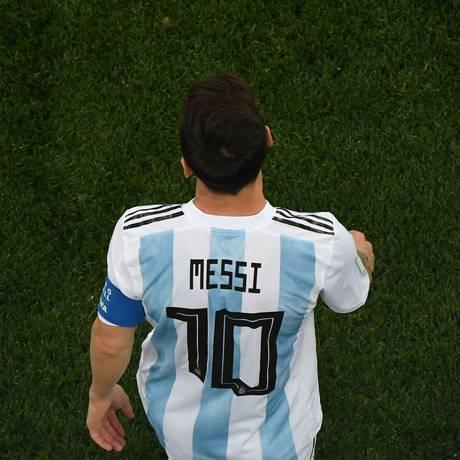 Messi deixa o campo desolado após a derrota da Argentina para a Croácia Foto: KIRILL KUDRYAVTSEV / AFP
