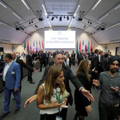 Ministros de países exportadores de petróleo estão reunidos em Viena. Foto: Heinz-Peter Bader/Reuters