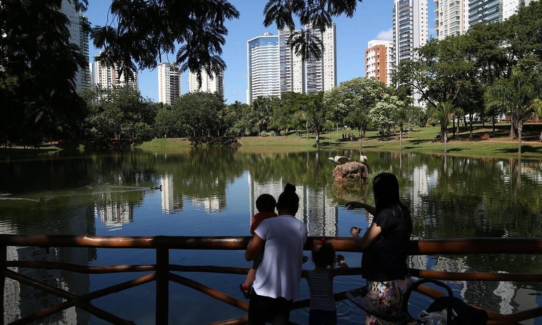 Outro destaque entre as áreas verdes da cidade é o Parque Flamboyant Foto: Custodio Coimbra / Agência O Globo