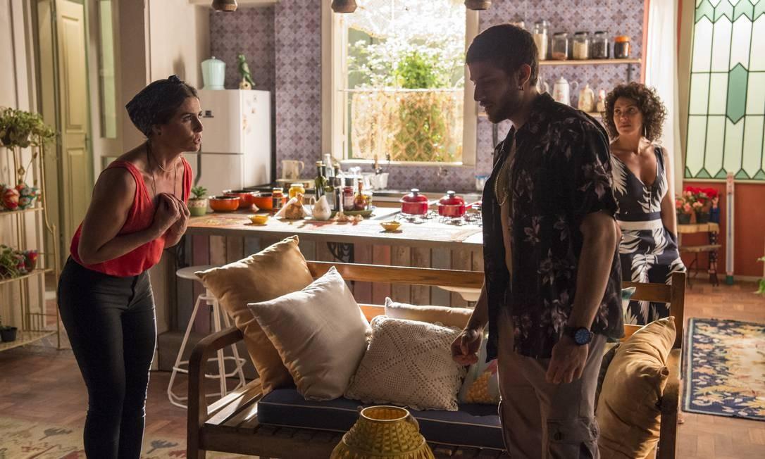 Luzia (Giovanna Antonelli) conta para Ícaro (Chay Suede) que é sua mãe Foto: Divulgação/TV Globo/Estevam Avellar