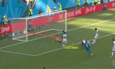 Coutinho e Neymar correm para comemorar o dramático gol da seleção brasileira Foto: Reprodução