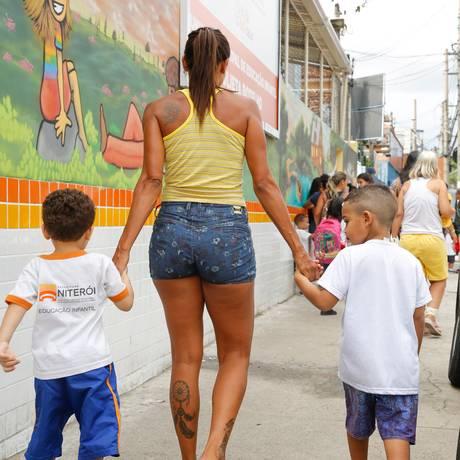 Na UMEI Julieta Botêlho, no Fonseca, nem todos os alunos possuem uniforme escolar Foto: Brenno Carvalho / Agência O Globo