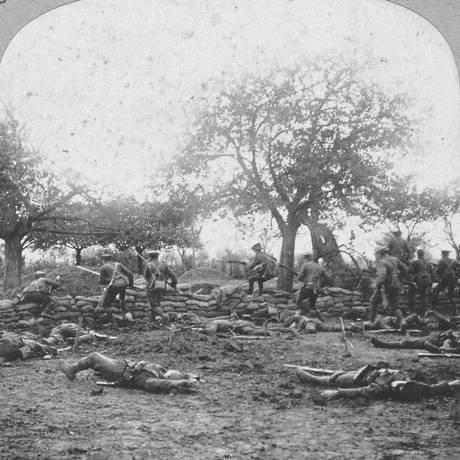 Cena após batalha em Ypres, na Bélgica: conflito provocou mais de 10 milhões de mortes Foto: Divulgação/'O horror da guerra'/Editora Planeta