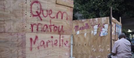 Frase escrita no Centro do Rio pede respostas sobre caso Marielle Foto: Emily Almeida / Agência O Globo