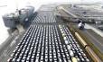 Carros da Volkswagen para exportação na Alemanha: Trump ameaça taxar veículos europeus em 20% Foto: REUTERS/Fabian Bimmer/20-03-2018