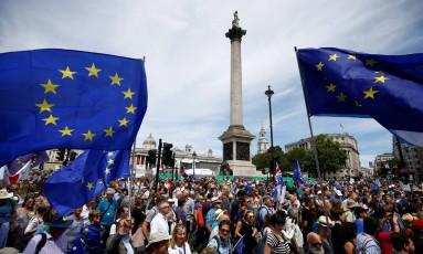 Milhares de manifestantes se concentram na Trafalgar Square Foto: HENRY NICHOLLS / REUTERS