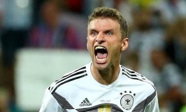 O veterano alemão Thomas Muller comemora a virada dramática da Alemanha Foto: MICHAEL DALDER / REUTERS