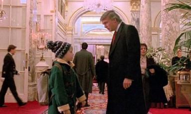 """Maculay Culkin e Donald Trump em cena de """"Esqueceram de mim 2"""": breve aparição do magnata na franquia Foto: Reprodução / Internet"""