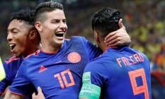 James Rodríguez e Falcao García comemoram o segundo gol da Colômbia Foto: TORU HANAI / REUTERS