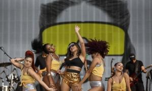 Anitta e sua equipe de dançarinas no Palco Mundo, no Rock In Rio Lisboa Foto: AGÊNCIA ZERO / Agenciazero.net