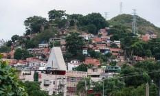 Rio de Janeiro (RJ) 08/06/2018 - Sistema de monitoramento de câmeras do 41ª BPM nas comunidades próximas ao Batalhão. Na foto, a comunidade da Serrinha. Foto Marcelo Regua / Agencia O Globo Foto: Marcelo Régua