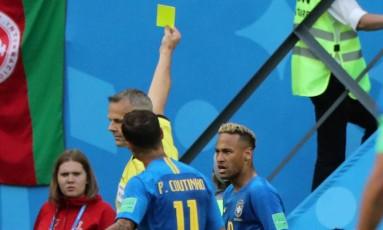 Neymar levou cartão amarelo na vitória do Brasil sobre a Costa Rica Foto: MARCOS BRINDICCI / REUTERS