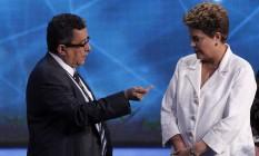 Dilma Rousseff e seu marqueteiro, João Santana, em debate nas eleições presidenciais de 2014 Foto: Fernando Donasci / Agência O Globo