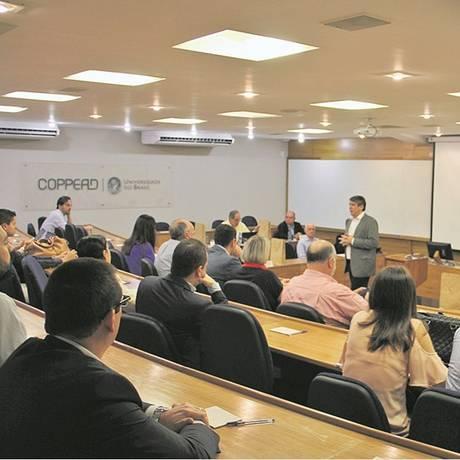 Foco. Aula do Coppead com o professor Vicente Ferreira: instituição oferece cursos de MBA com duração de dez meses e o Post-MBA, em três meses Foto: Divulgação