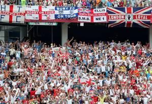 Torcedores ingleses durante partida contra o Panamá, no estádio Nizhny Novgorod Foto: LUCY NICHOLSON / REUTERS