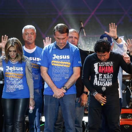 O pré-candidato do PSL Jair Bolsonaro participa da Marcha para Jesus com o senador Magno Malta 31/05/2018. Foto: Marcos Alves / Agência O Globo