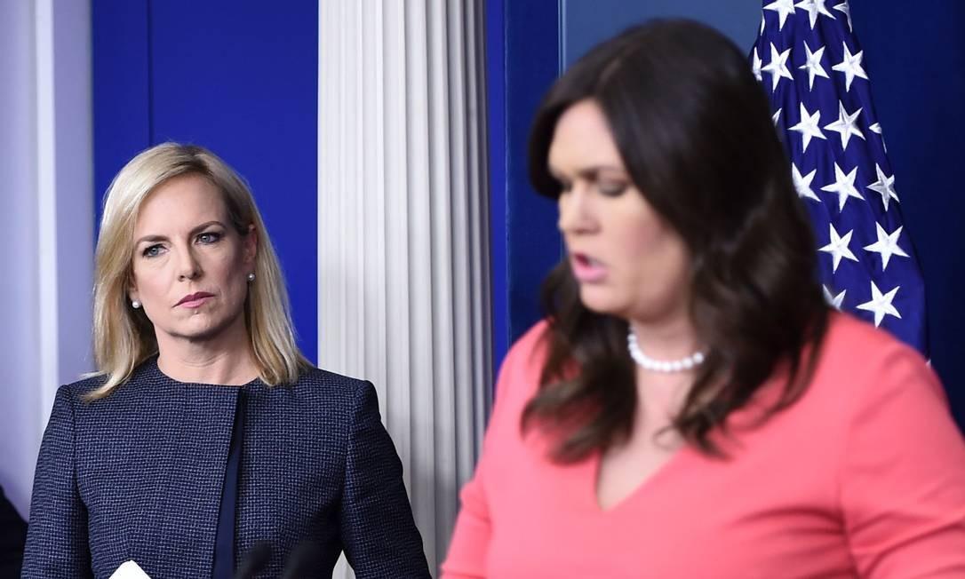 Sarah Sanders e Kirstjen Nielsen foram duas das personalidades do governo hostilizadas em público Foto: BRENDAN SMIALOWSKI / AFP