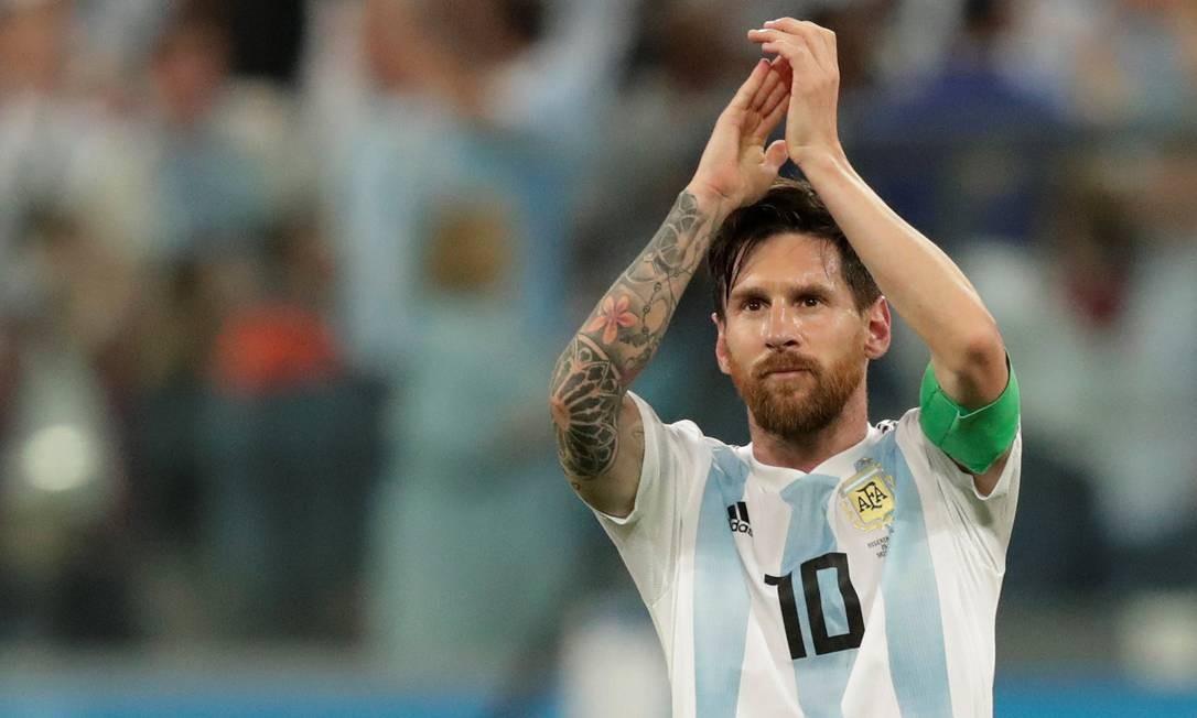 1f0fa439849dd Messi comemora após a classificação da Argentina para às oitavas Foto   HENRY ROMERO   REUTERS