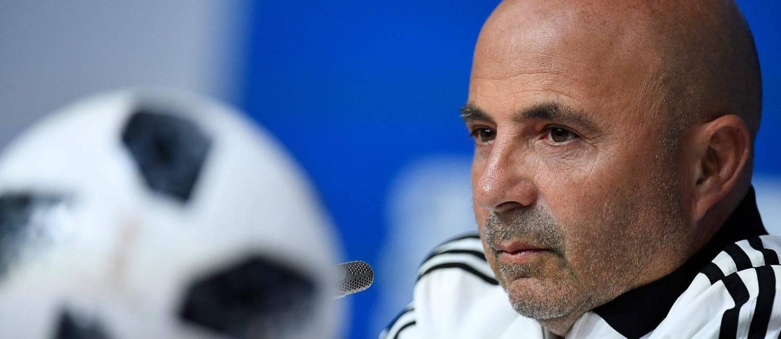 Jorge Sampaoli na coletiva de imprensa após a classificação argentina Foto: CHRISTOPHE SIMON / AFP