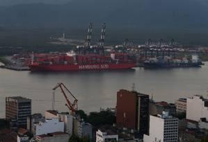 Porto de Santos: empresas que atuam no local podem ter sido beneficiados por decreto Foto: Marcos Alves/Agência O Globo/08-06-2017