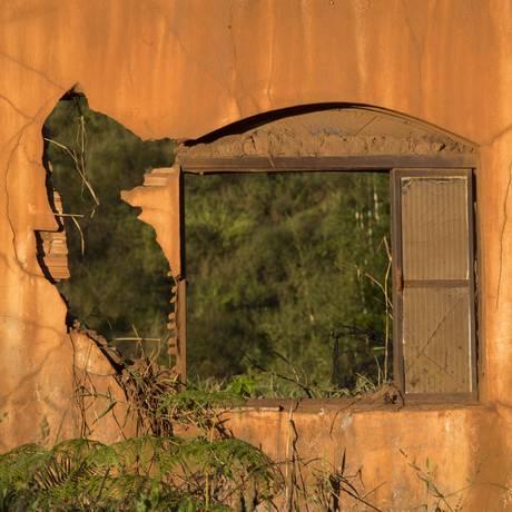 Uma das casas em ruínas, quase três anos após o desastre de Mariana, que devastou o distrito de Bento Rodrigues Foto: Márcia Foletto / Agência O Globo