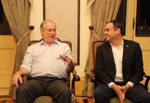 Ciro Gomes (PDT) ao lado do governador de Pernambuco, Paulo Câmara (PSB) Foto: Roberto Pereira / Reprodução