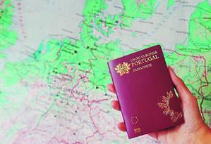 Passaporte de Portugal Foto: Agência O Globo
