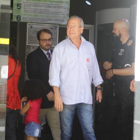 O ex-ministro José Dirceu na saída da Vara de Execuções Penais Foto: Jorge William / Jorge William