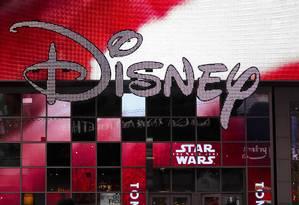 Logotipo na entrada da loja da Disney na Times Square, em Nova York Foto: DREW ANGERER / AFP/14-12-2017