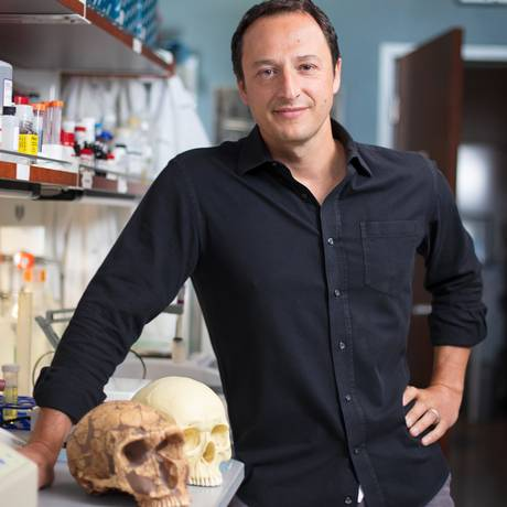 O brasileiro Alysson Muotri usou técnicas de edição genética para desenvolver minicérebros com células 'neandertalizadas'. Foto: Divulgação