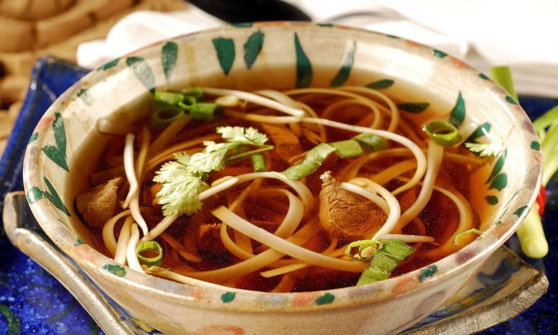 Nam Thai. O Pho Bo é a sopa vietnamita de carne com macarrão de arroz, broto de feijão cebolinha e gengibre. Rua Rainha Guilhermina 95, Leblon (2259-2962) MAURO HOLANDA / Divulgação