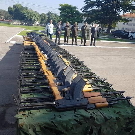 Armas foram entregues no Batalhão de Manutenção e Suprimento de Armamento do Exército Foto: Divulgação/Gabinete de Intervenção Federal