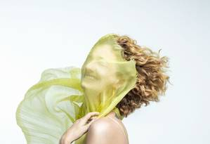 Letrux posou em ensaio exclusivo para a revista Ela Foto: Fotos: @pedrodimitrow |Edição de moda: @patriciatremblais | Styling: @raquellionel | Beleza: @casagrandegui | Assistente de fotografia: @adrianikematsu e Thaissa Nogueira