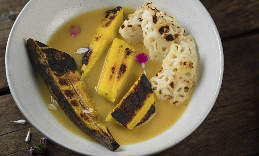 Dona Desirée. A salada de frutas tropicais grelhadas na brasa é servida com sopa de maracujá (R$ 23). Av. General San Martin 359, Leblon (2323-6919) Rodrigo Azevedo / Divulgação