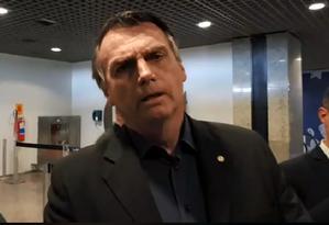 O pré-candidato Jair Bolsonaro no aeroporto em Fortaleza Foto: Reprodução/Facebook
