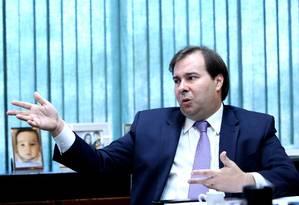 O presidente da Câmara dos Deputados, Rodrigo Maia, durante entrevista Foto: Ailton de Freitas/Agência O Globo/20-06-2018