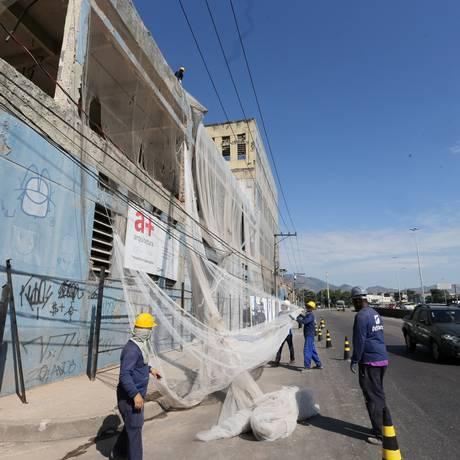 EXT CI Rio de Janeiro - 24062018 - Demolição da fabrica Sabão Português na Av Brasil - Foto Guilherme Pinto / Agência O Globo Foto: Guilherme Pinto / Agência O Globo