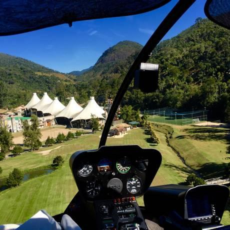 Helicóptero chega ao Hotel Le Canton, em Teresópolis: paisagem é um dos atrativos Foto: Divulgação/Le Canton