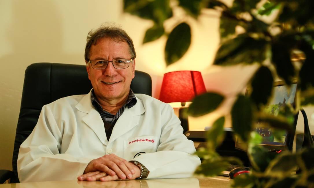 Coordenador. Professor da UFF José Genilson Ribeiro leciona a disciplina de Medicina e Espiritualidade Foto: Brenno Carvalho