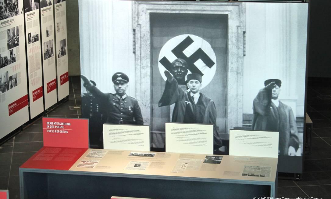 """Imagem da exposição sobre o """"tribunal popular"""", que mostra como condenações à morte eram feitas durante o nazismo Foto: / KUvD/Stiftung Topographie des Terrors"""